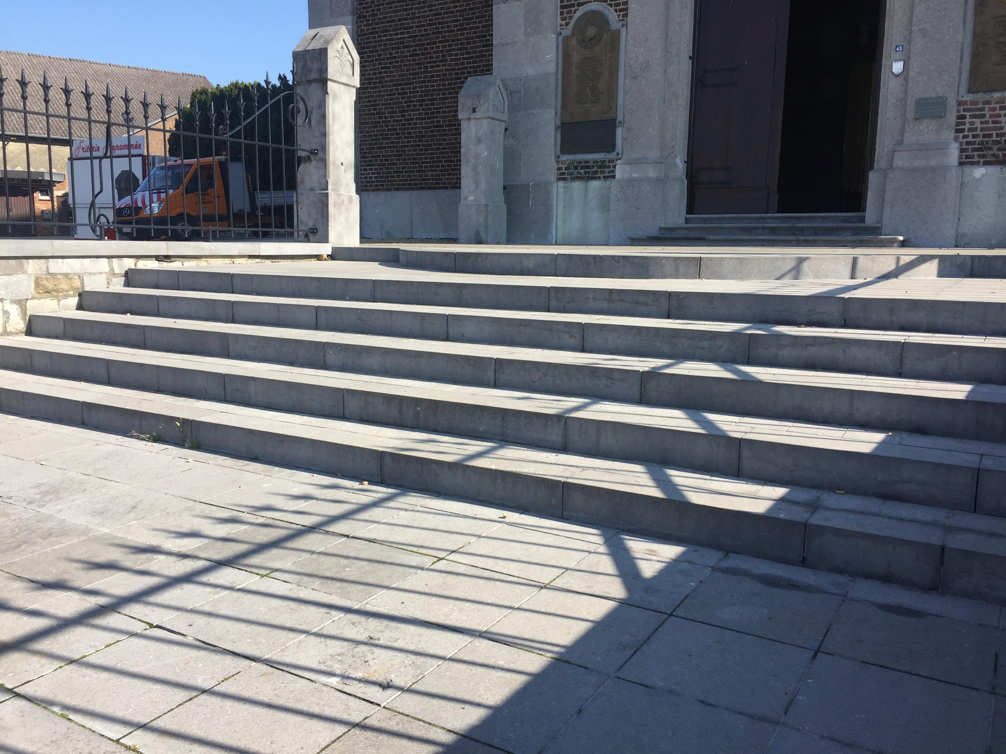 Rénovation des escaliers extérieurs de l'église de Montzen