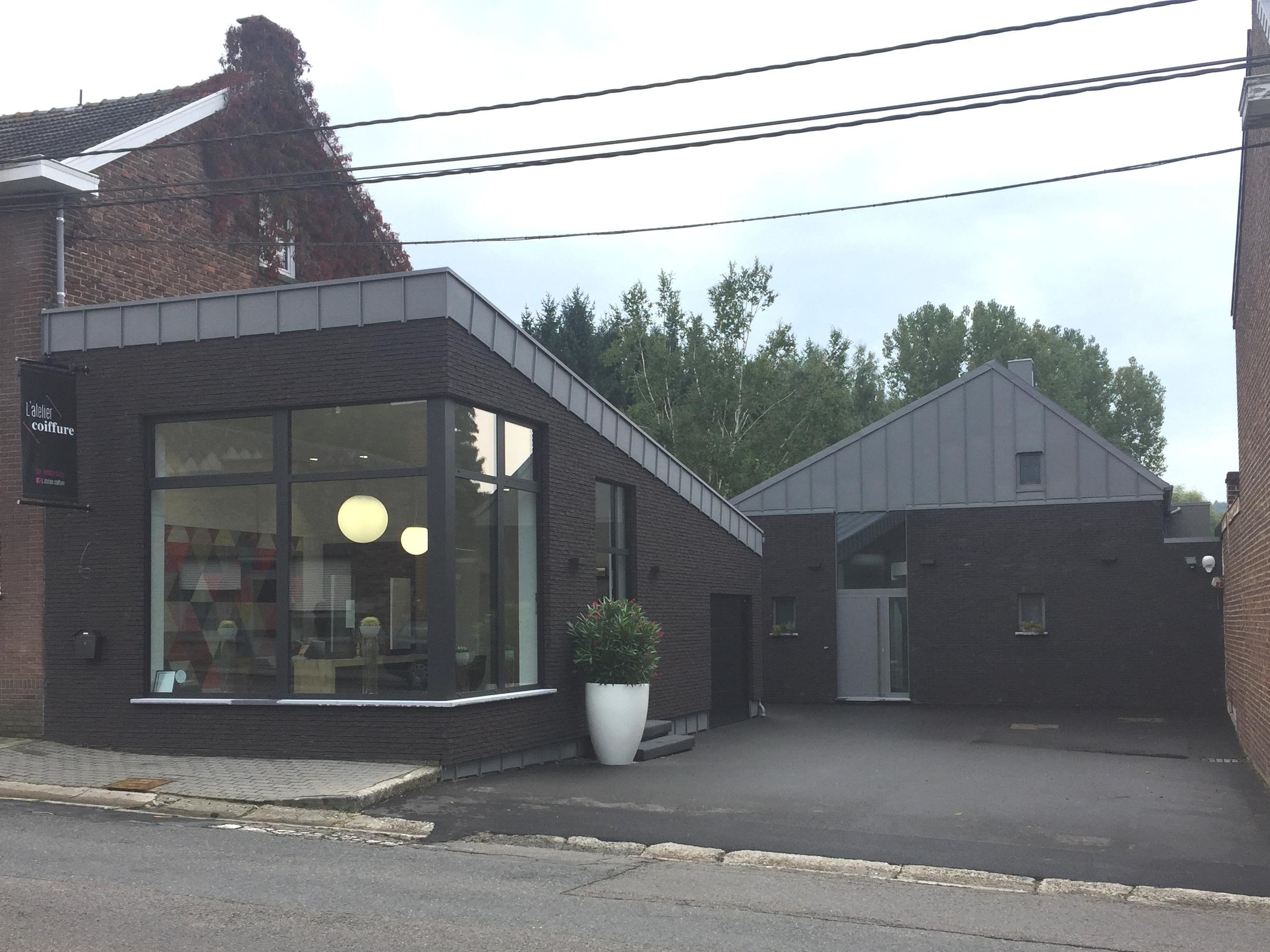 Salon de coiffure en harmonie avec la maison privée